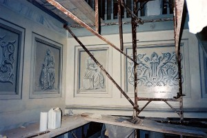 Stairwell trompe l'oeil basso rilievo.